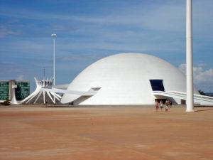 800px-Museu_Nacional,_Brasilia_05_2007